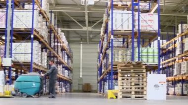 People work in warehouse — Stock Video