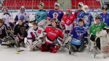Hockey goalkeepers on closing ceremony — Stock Video