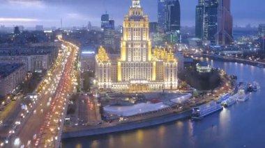 Hotel Ukraina i budowa parkingu podziemnego — Wideo stockowe