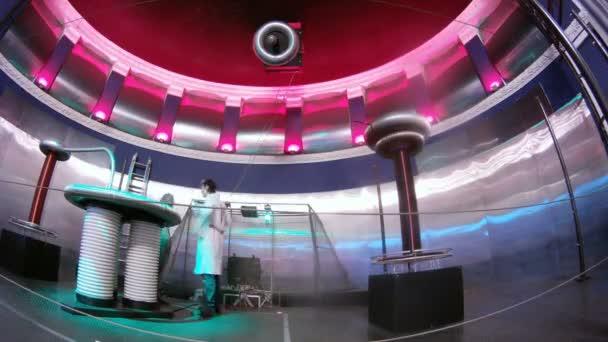 Two men preparing for electric show — Vidéo