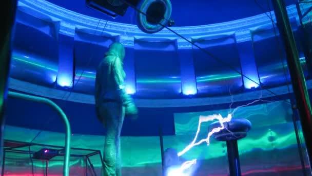 Woman performing electric show — Vidéo