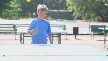 Young boy plays table tennis — Stock Video