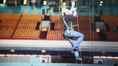 Worker climbs down by rope ladder — Stock Video