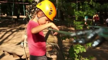 Little girl climbers on rope at park — Stock Video