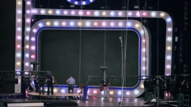 Stage crew disassemble equipment — Stock Video