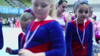 Girls from cheerleader teams walk — Stock Video