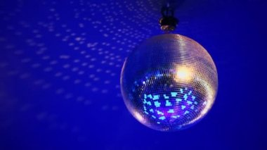 Discoball hangs under ceiling and spins. — Stock Video