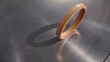 Golden ring roll — Stock Video