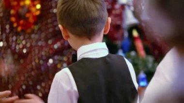 Grupo de niños en trajes de fiesta — Vídeo de Stock