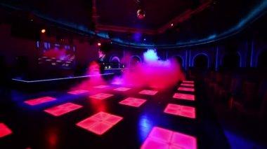 Fog covers dance floor — Stock video