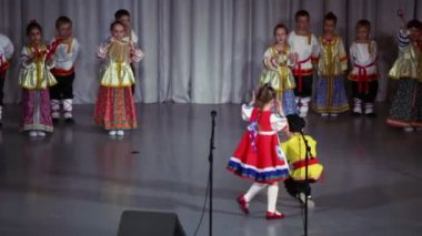 Kids in Russian native costumes — Stock Video