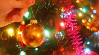 Hand putting decoration on christmas tree — Stock Video