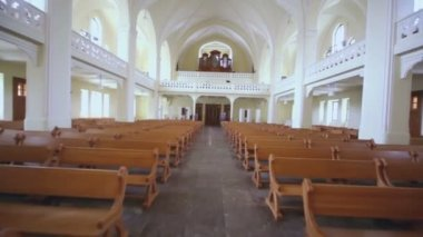 Benches and organ in Evangelical Lutheran Cathedral — Vídeo stock