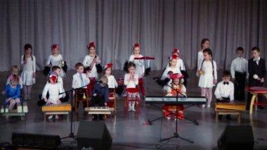 Children in folk costumes play instruments — Stock Video