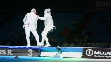 Sportsmen fight in duel of fencing — Stock Video