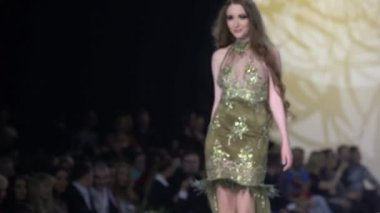Model in glisten dress walks on podium — Stock Video