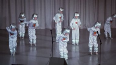 Boys in costumes of astronauts perform on stage — Stock Video