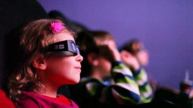 Children watching 3D movie in cinema — Stock Video