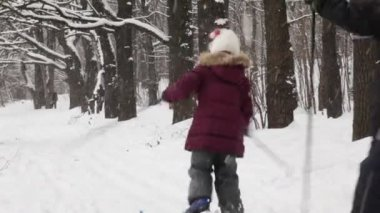 Two kids moving away on ski — Stock Video