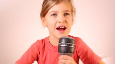 Little girl singing into microphone toy — Stock Video