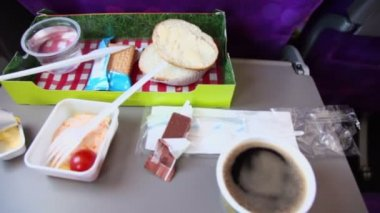 Breakfast food in box at plane — Stock Video
