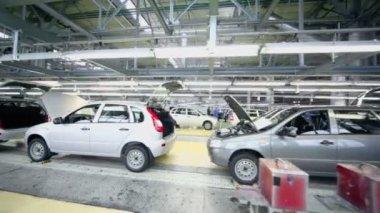 Lada Kalina cars on conveyer — Stock Video