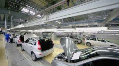 New Lada Kalina cars on conveyor — Stock Video