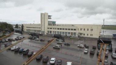 People walk near edifice of airport — Stock Video