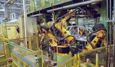 Robotics assemble automobile at conveyer — Stock Video
