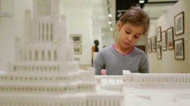 Little girl near architectonic miniature — Stock Video