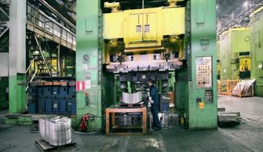Worker puts component under press machine — Stock Video