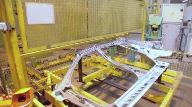 Transporter frame moves part of car — Stock Video