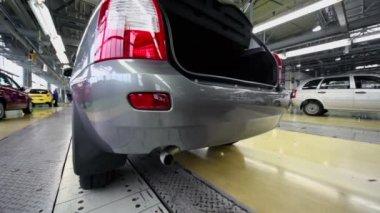Car Lada Kalina on conveyer — Stock Video