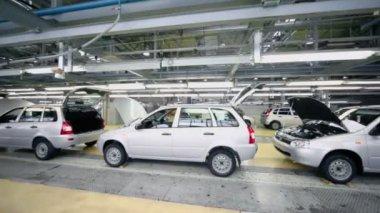 Lada Kalina cars on conveyor — Stock Video