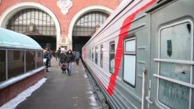 People moving on platform — 图库视频影像