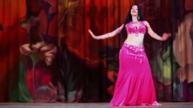 Female participant of Bellydance Superiority — Stock Video