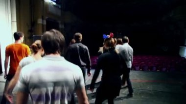 Troupe of actors dance during rehearsal — Stock Video