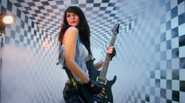 Woman poses and plays electric guitar — Stock Video
