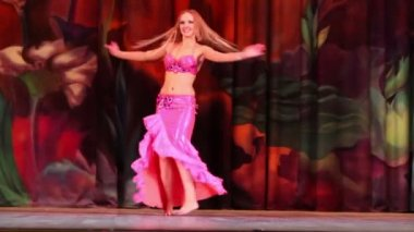 Woman participant of Bellydance Superiority — Stok video