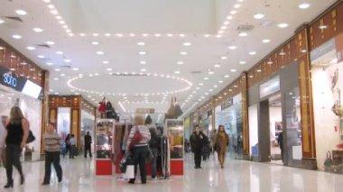 Rio Mall corridor in Moscow — Vídeo stock