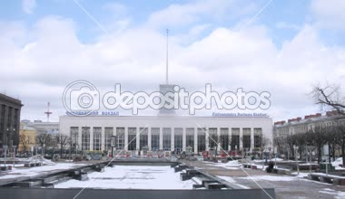 People in front of Finlyandskyi Railway Station — Wideo stockowe