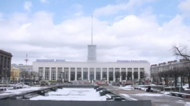 People in front of Finlyandskyi Railway Station — Video Stock