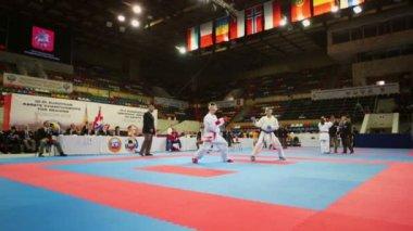 Karate fighter attacks opponent — Stock Video