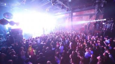 Crowd of people on concert of Arash — Stock Video