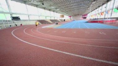 Sportsman runs on track in stadium — Stock Video