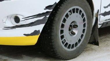 Wheel of race car — Stock Video