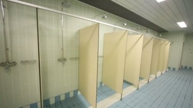 Large public shower room — Stock Video