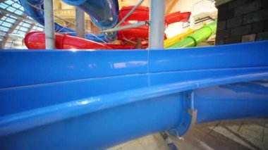 Water slides at indoor water park — Stock Video