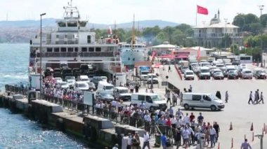 People, cars leave ferry in Istanbul — Stock Video
