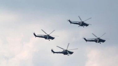 Four flying Mi-28N helicopters — Stock Video